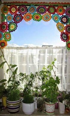 Transcendent Crochet a Solid Granny Square Ideas. Inconceivable Crochet a Solid Granny Square Ideas. Crochet Hippie, Crochet Home, Crochet Granny, Crochet Motif, Crochet Flowers, Crochet Patterns, Crochet Squares, Crochet Curtain Pattern, Crochet Curtains