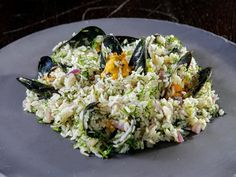 Rice with Mussels and Dill (Midopilafo) Ingredients kg mussels with the shell, leaned and bearded kg mussels without shells cup olive oil. Mussels, Rice Recipes, Cobb Salad, Grains, Cooking, Thessaloniki, Food, Travel, Gastronomia