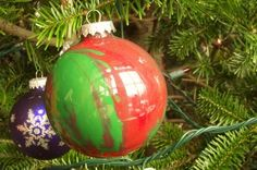 Hope Studios: Kids Craft, Swirly Christmas Ball Tutorial - super simple so even young kids can create one.