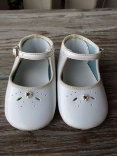 Baby Girls White Mary Jane Shoes Size 1 by myrobynsnestboutique on Etsy