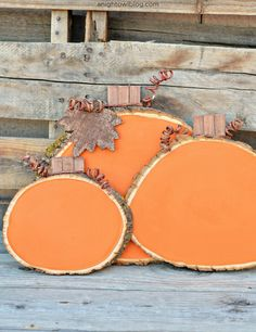 Painted Wood Slice Pumpkins - A Night Owl Blog | 15 DIY Fall Crafts | www.madewithHAPPY.com