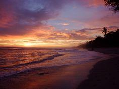 Sunset in Santa Teresa, Costa Rica from the lovely Marisa blogging at Pura Marisa!