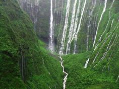 Hawaii's Weeping Wall Is The Most Majestic Waterfall You'll Ever See #hawaii #kauai #weepingwall #waterfall