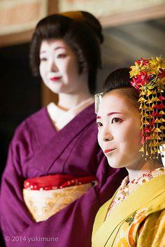 The maiko Katsusen and the geiko Ichiyuri behind her.