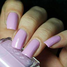Essie ~ Under Where?  Mh. Deckt erst nach drei Schichten und iwie doch nicht so lila wie erwartet. Und ihr wisst ja wie ich zu rosa stehe. Der wird sicherlich bald den Besitzer wechseln.  #essie #underwhere #essieunderwhere #tvdessie
