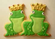 You don't have to kiss a lot of frogs daddy daughter party Frog Cookies, Iced Sugar Cookies, Cute Cookies, Cupcake Cookies, Frog Food, Reptile Party, Princess Cookies, Princess Tea Party, Rainy Day Crafts