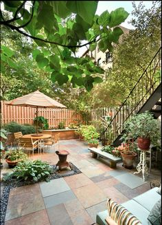 Possibility for a rectangular urban backyard space