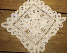 Piazza Centrino di pizzo, bianco elegante, Hand Made Lace Doily, centrotavola, centrotavola, Home Decor, Centrino, lino Vintage, matrimonio Centrino