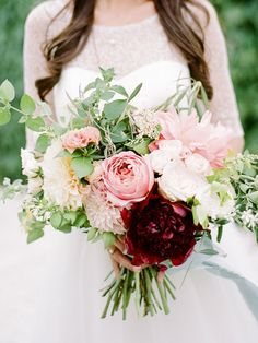 Ask the Expert: Leigh Anne Landman From Anchor & Grace | https://www.theknot.com/content/anchor-and-grace-florist-tips