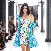Louis Vuitton Style Couture, Haute Couture Fashion, Strapless Dress, Shoulder Dress, Louis Vuitton, Lady, Collection, Dresses, Fashion Ideas