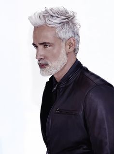 Silver Hair Men, Men With Grey Hair, Older Mens Hairstyles, Haircuts For Men, Men's Hairstyles, Beard Styles For Men, Hair And Beard Styles, Hair Styles, Grey Hair Model