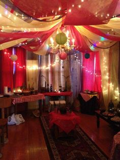 Teen/Tween Party Inspiration Bollywood Party - New Deko Sites Bollywood Party Decorations, Bollywood Theme Party, Decoration Party, Indian Decoration, Indian Theme, Indian Party, Arabian Nights Party, Moroccan Party, Princesa Jasmine