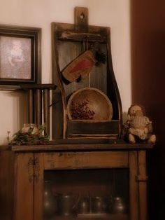 The Primitive Country Bug: Simple Christmas Touches. love this big cubby Decor, Primitive Decorating, Primitive Christmas, Country Decor, Colonial Decor, Simple Christmas, Prim Decor, Primitive Furniture, Primitive Home