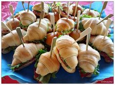 Vivi in cucina: Cornettini salati da buffet Snacks Für Party, Appetizers For Party, Antipasto, Pasta Recipes Without Cheese, Blooming Apple Recipe, Apple Recipes, Snack Recipes, Appetizer Buffet, Vol Au Vent
