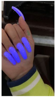 Purple Acrylic Nails, Acrylic Nails Coffin Short, Summer Acrylic Nails, Neon Purple Nails, Blue Coffin Nails, Faux Ongles Gel, Glow Nails, Exotic Nails, Luxury Nails