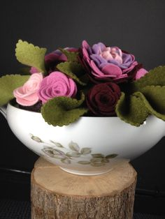 Felt flower bouquet; felt wedding; felt flowers; Vilten bloemen voor op tafel. Www.be-flowerd.nl