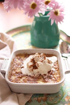 This wonderful homemade rice pudding is so easy to make! Combine cooked rice with a few pantry staples to make this homemade rice pudding. It's a wonderful, rich and creamy, single serving dessert. Single Serve Desserts, Single Serving Recipes, Köstliche Desserts, Dessert Recipes, Plated Desserts, Dinner Recipes, Cooking App, Cooking For One, Meals For One