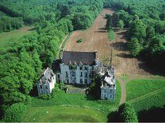 Château de Montchevreuil.                                                                                                                                                                                 Plus