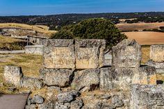 Las inscripciones de época romana halladas en las piedras del teatro