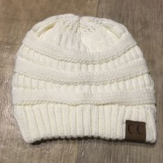 ♥️ SALE ♥️ IVORY Slouchy Knit Beanie Keep warm while looking ADORABLESuper cute and popular beanie C.C beanieThick knit and super softPRICE IS FIRM CC Beanie Accessories Hats