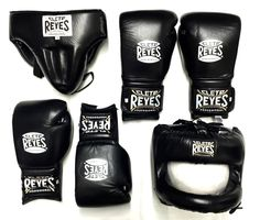 CLETO REYES - All black sparring gear! Check out the full range in the link… Taekwondo Equipment, Mma Equipment, Mma Gloves, Boxing Gloves, Sparring Gear, Boxing Punches, Mma Training, Women Boxing, Mma Boxing