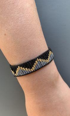 Black Gold and Gray Single Wrap Bracelet by FifthNHazel on Etsy Loom Bracelet Patterns, Bead Loom Bracelets, Bead Loom Patterns, Woven Bracelets, Beaded Jewelry Patterns, Beading Patterns, Tassel Jewelry, Seed Bead Jewelry, Seed Bead Earrings
