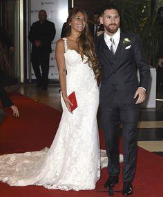 leo-messi5 Celebrity Wedding Rings, Celebrity Weddings, Lionel Messi, Antonella Messi, Messi And Wife, Shakira Y Pique, Antonella Roccuzzo, Hello Ladies, Church Ceremony