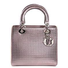 Sac à main Dior Lady Dior grand modèle en toile cannage gris et cuir vernis noir