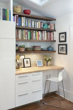 The built-in desk space doubles as book and dinnerware shelf storage.