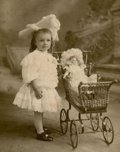 Beautiful Fashion Little Girl with Doll, Vintage Photo Walter Dickson Toronto ON Vintage Children Photos, Vintage Girls, Vintage Pictures, Vintage Images, Antique Photos, Vintage Photographs, Old Photos, Art Nouveau, Precious Children