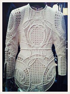 ladolcediva:    icekev:    Woven raffia dress, Balmain SS13    the details are unreal