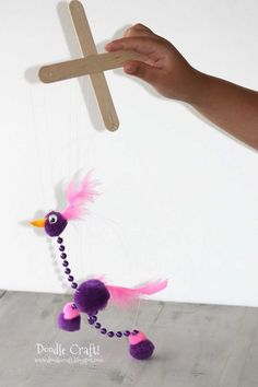 My Katie would love this since she loves putting on puppet shows! So simple too! Gonna make this asap :)