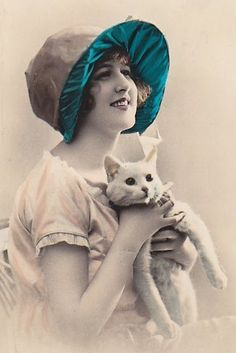 vintage tinted photo of a woman and white cat Vintage Photos Women, Vintage Pictures, Vintage Photographs, Old Pictures, Vintage Images, Old Photos, Vintage Ladies, Vintage Woman, Album Vintage