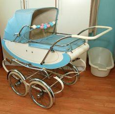 Vintage Pram, Vintage Toys, Retro Vintage, Vintage Stroller, Best Baby Strollers, Baby Doll Nursery, Prams And Pushchairs, Baby Buggy, Dolls Prams