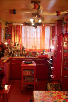 Via ADVANCED STYLE-Sue Kreitzman's amazing home in London