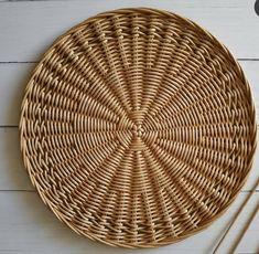 Baskets On Wall, Hanging Baskets, Rattan, Wicker, Paper Mache Crafts, Front Door Decor, Bohemian Decor, Basket Weaving, Diy And Crafts