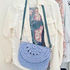 Don't forget your bag! . . #knitting #crochet #handmade #craft #tyarn #knitspiration #trapillo #трикотажнаяпряжа #bohochic #crochetbag #handmadebag #clutch #bohostyle #bohobag #beachstyle #bohofashion #etsy #beachbag #beachgirl #beachlook #вязаниекрючком #clutchbag #clutch #beachstyle #beachbag #beachgirl #beachlook #вязаниекрючком #pompomtassel #pompoms #bohemian #textilebags #tassels #bohemianfashion #etsyshop #etsyseller