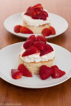 Strawberry Tres Leches Shortcake by blog.junbelen with recipe by Rick Bayless #Strawberry #Shortcake #Tres_Leches #blog_junbelen #Rick_Bayless