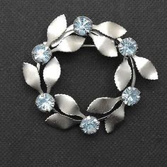 Vintage Wreath Brooch Blue Rhinestone Brushed Silver Pin  | eBay Vintage Rhinestone, Vintage Brooches, Vintage Earrings, Vintage Silver, Vintage Jewelry, Unique Jewelry, Art Deco Jewelry, Jewelry Gifts, Vintage Wreath