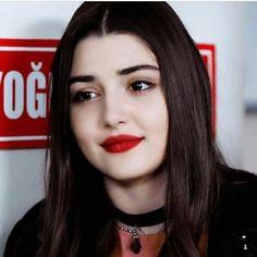 Hayat And Murat, Cute Love Stories, Western Girl, Beauty Forever, Hande Ercel, Turkish Beauty, Girls Dp, Bff Pictures, Turkish Actors
