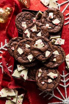 The best kind of gift is homemade. ❤️ filled our peppermint bark tin 🍫 with her Peppermint Brownie Crinkle Cookies. Get the recipe + shop with the link in our bio. Pepermint Cookies, Chocolate Crinkle Cookies, Chocolate Crinkles, Brownie Cookies, Peppermint Bark Williams Sonoma, Christmas Bark, Christmas Treats, Christmas Recipes, Christmas Cookies