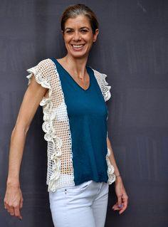 Handmade crochet lace tshirt in teal & white / Crochet tank lace appliqué / Crochet side lace top / Crochet cotton doily