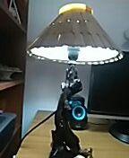 Pie de lámpara con madera de la playa