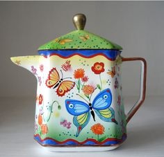 Butterfly teapot by Linda Edwards Chocolate Pots, Chocolate Coffee, Enamel Teapot, Teapots Unique, Tea Pot Set, Teapots And Cups, My Tea, Drinking Tea, Tea Time