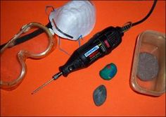 How to drill holes in rocks for craft projects or jewelry, using a Dremel Rock Jewelry, Jewelry Tools, Jewelry Crafts, Jewellery, Glass Jewelry, Silver Jewelry, Dremel Tool Projects, Craft Projects, Dremel Ideas