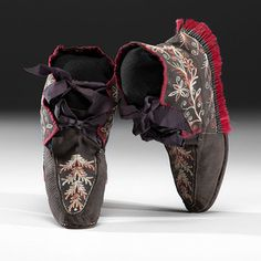 Huron Quilled Hide Moccasins from a Minnesota Collection Provenance: Property of a Minnesota Collector Price Realized Including Buyer's Premium $6,600 09/25/2015