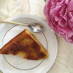 Une bien jolie journée familiale qui se termine  Le clafoutis de jolie-maman qui est vraiment trop bon en version originale  Celui-ci était aux poires... Et ses pivoines sont superbes aussi  Une douce soirée à vous  .....C'est sa recette que je vous ai partagée sur le blog... Un petit clin d'œil à @chantalweigant pour son #juineneclatsderose . #pornfood #recetteclafoutis #clafoutis #pivoines #peony #instacake #happyfamilytime #dimancheenfamille #merci #thanks #recipe Thanks, French Toast, Breakfast, Blog, Instagram, Family Day, Peonies, Pear, Mom