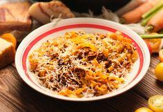 Így készül az eredeti Ragù alla Bolognese, a világ talán kedvenc olasz tésztája Ragu Bolognese, Bologna, Penne, Macaroni And Cheese, Chili, Soup, Ethnic Recipes, Hampers, Lasagna