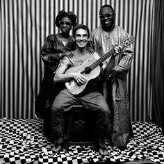 """""""Manu Chao je osim svojim glasom koji se začuđujuće dobro uklapa u ovaj milje, oplemenio snimak i tehničkim novotarijama poput miksovanja, semplovanja, efekata ... Zajedničkom magijom stvoren je vitalan ali nepretenciozan zvuk.""""   #music #africanmusic #worldmusic #popmusic #AmadouMariam #ManuChao"""