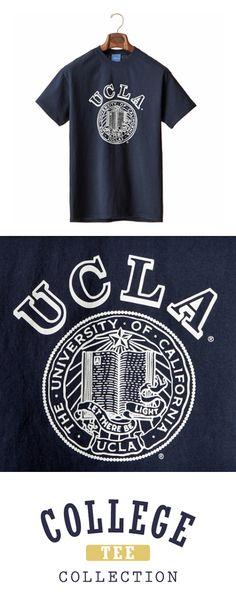 COLLEGE TEE(カレッジ ティー) アイビーリーグを代表する名門校ハーバード大学をはじめ、UCLA、ミシガン大学、アリゾナ大学などのオフィシャルライセンスグッズ。 前面にロゴやキャラクターを配した商品は現地学生やお土産の定番アイテム。 Ucla College, Ivy League, Logos, Tees, Mens Tops, T Shirt, Design, Fashion, Chemises